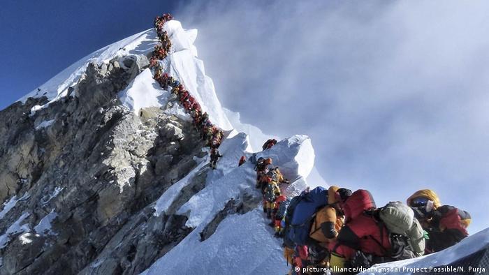 Nepal Bergsteiger sterben am Mount Everest (picture-alliance/dpa/Nimsdai Project Possible/N. Purja)
