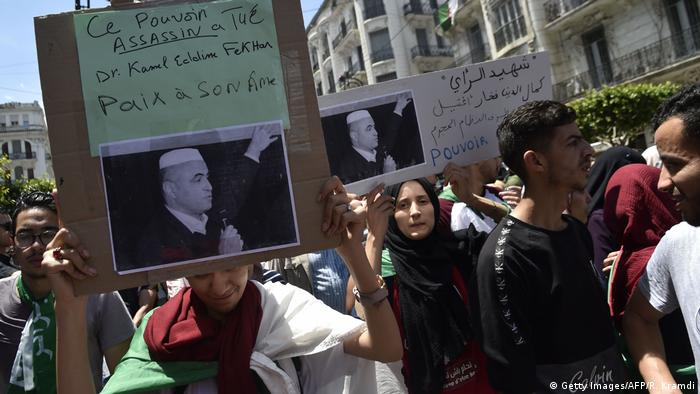 Algerien Demo wegen Ermordung des Aktivisten Kamel Eddine Fekhar