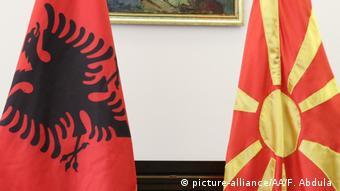 σημαία Αλβανίας και Β. Μακεδονίας