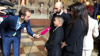 Madalya töreninde Alman medyası Kenan ile röportaj yaptı.