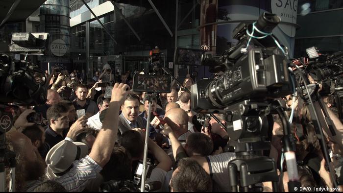 Михаила Саакашвили встречают в Борисполе его сторонники