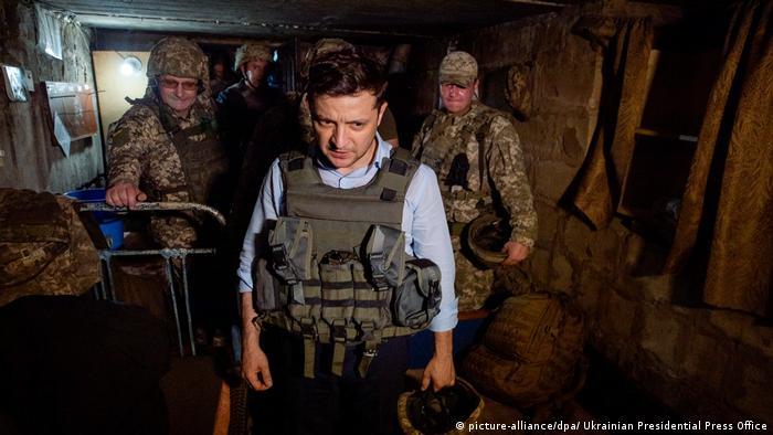 Wolodymyr Selenskyj bei einem Truppenbesuch in der Ostukraine