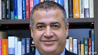 Ibrahim Farihat, Professor für Internationale Konflikte