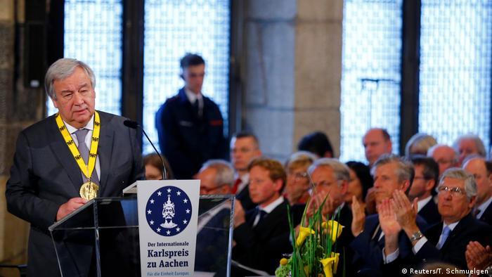 Guterres recebe o Prêmio Carlos Magno em Aachen, na Alemanha