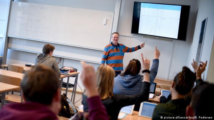 Занятия в гимназии Каролинум до пандемии коронавируса