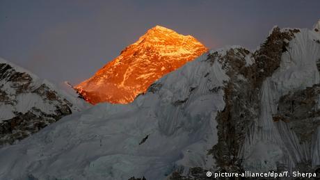 Ilustrasi pegunungan Himalaya