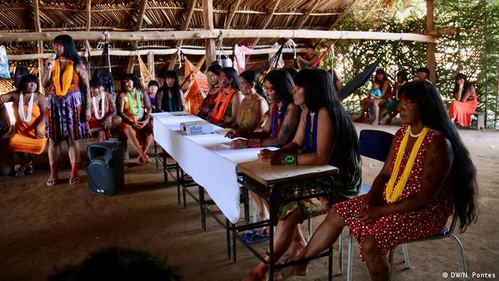 Muitas das mulheres moram em aldeias espalhadas e não sabem o que está acontecendo, principalmente neste governo