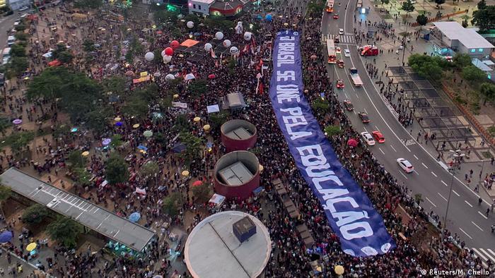 Em São Paulo, defensores da educação estiveram reunidos no Largo da Batata