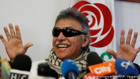Kolumbien Bogota - Seuxis Hernandez alias Jesus Santrich spricht auf Pressekonferenz (picture-alliance/dpa/AP/F. Vergara)