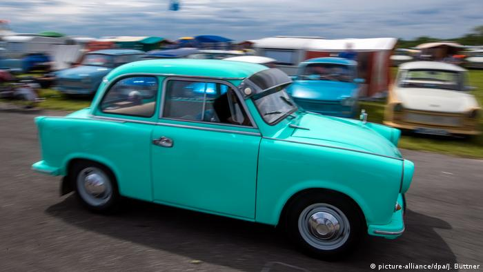 Turquois Trabi at the Trabi meet-up in Anklam (picture-alliance/dpa/J. Büttner)