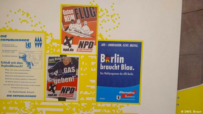 A panel showing AfD election campaign posters alongside the anti-semitic slogans of the hard right NPD (DW/S. Braun)
