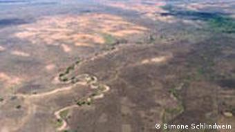 trockener Flußlauf aus der Luft gesehen (Foto: Foto: Simone Schlindwein)