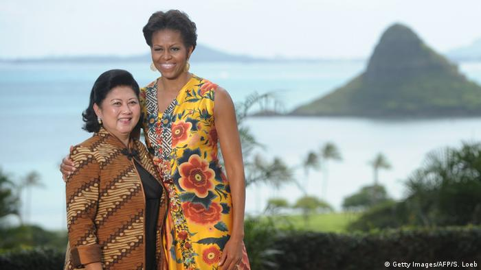 APEC Gipfel 2011 Ani Yudhoyono mit Michelle Obama (Getty Images/AFP/S. Loeb)