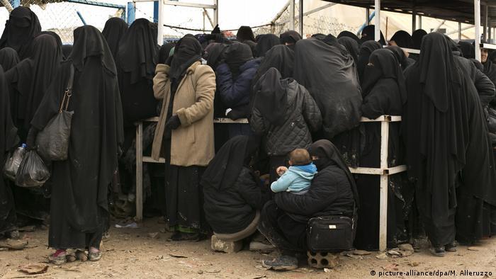 Женщины и дети в лагере Аль-Хол на севере Сирии (фото из архива)