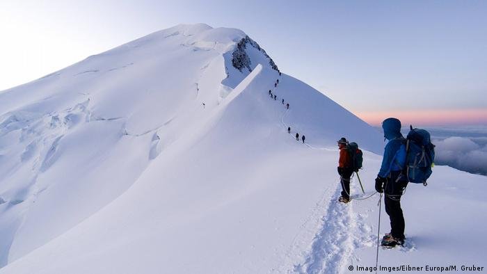Frankreich Bergsteiger am Bosses Grat am Mont Blanc