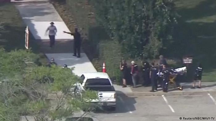 В США чиновник застрелил 12 человек в городской администрации