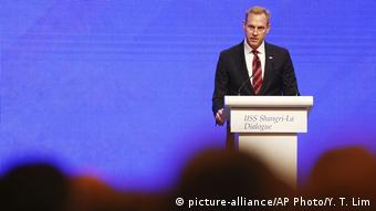 Singapur Patrick Shanahan beim Asia Security Meeting (picture-alliance/AP Photo/Y. T. Lim)