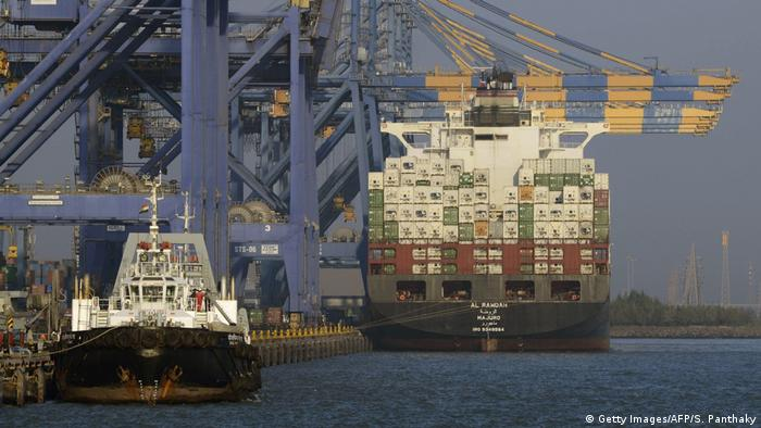 Indien Adani Port Containerschiff (Getty Images/AFP/S. Panthaky)