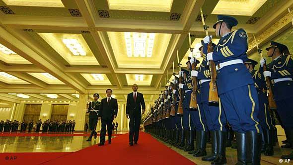 Barack Obama und Hu Jintao in der Großen Halle des Volkes in Peking (Foto: AP)