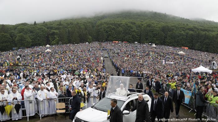 Ruämnien | Papst Franziskus erreicht Messe in Szeklerburg
