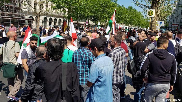 شعارهایی در راهپیمایی طرفداران روز قدس علیه ترامپ و عربستان سعودی و به نفع ایران و فلسطین داده شد. امسال آتشزدن پرچم اسرائیل ممنوع شده بود.