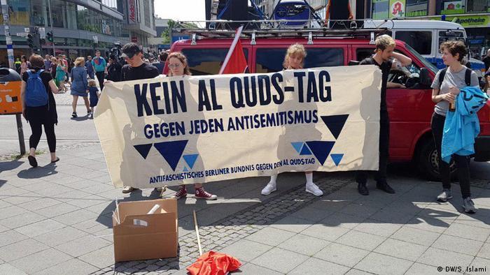 در برلین در مخالفت با راهپیمایی روز قدس همزمان دو تظاهرات اعتراضی صورت گرفت.