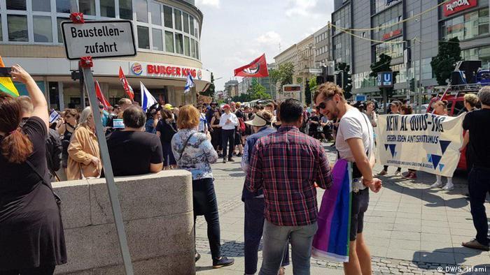 مخالفان، راهپیمایی روز قدس را نشانه تبلیغ یهودیستیزی در شهر برلین میدانند. سناتور مسئول امور داخلی برلین نیز راهپیمایی طرفداران روز قدس را انزجارآمیز نامید، اما به دلیل رعایت حق تشکل و تجمعات به این راهپیمایی مجوز داده بود.