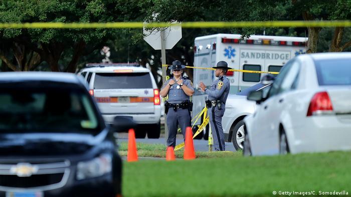 USA - Polizeieinheiten nach Schießerei in Virginia Beach
