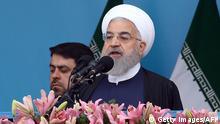 Iran Teheran - Hassan Rouhani hält Ansprache zum Army Day