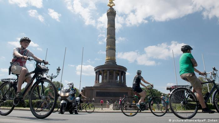Cyclists riding around the Victory Column in Berlin