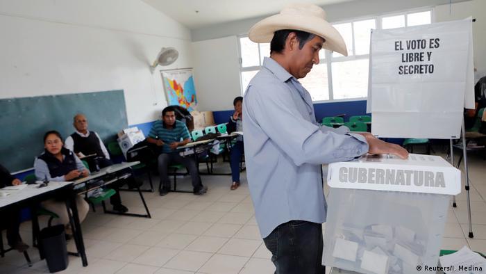 Mexiko Wahl 2019 | Stimmabgabe in San Andres Azumiatla (Reuters/I. Medina)