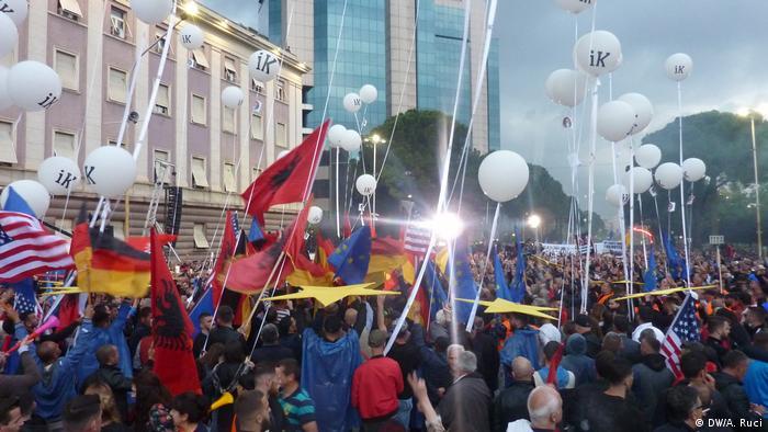 Albanien, Tirana: Ausschreitungen bei Anti-Regierungsprotesten (DW/A. Ruci)