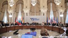 Drei-Meere-Initiative Treffen in Bukarest Plenum (picture alliance/AP Photo)