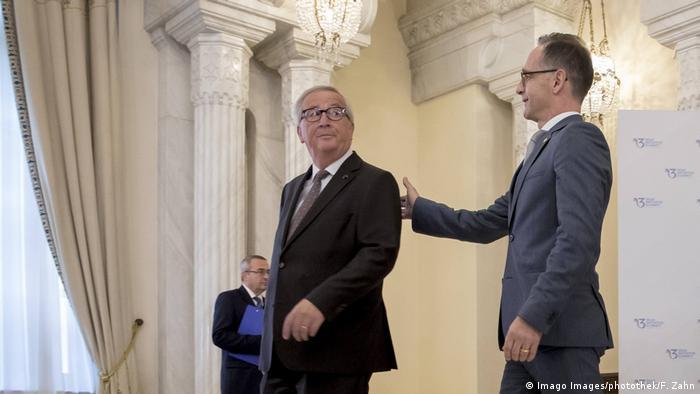Drei-Meere-Initiative Treffen in Bukarest Heiko Maas mit Jean-Claude Juncker