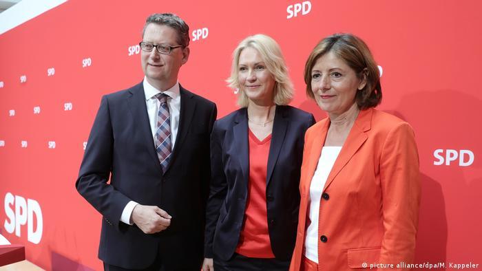 Manuela Schwesig (M), the state premier of Mecklenburg-Vorpommern, Maul Dreyer (R), state premier of Rheinland Palentine, and Thorsten Schäfer-Gümbel (L), leader of the SPD in the state of Hesse, will lead the SPD as an interim team until December.