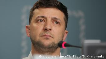 Володимир Зеленський обрав підкреслено компромісний підхід до питання конфлікту на Донбасі і з першого дня президентства висловив готовність зустрітися з Путіним