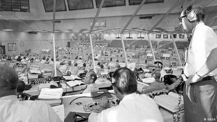 Apollo-Direktor Phillips überwacht Apollo 11 Pre-Launch-Aktivitäten vor dem Start.