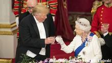 US President Donald Trump, left and Queen Elizabeth II make a toast during the State Banquet at Buckingham Palace, in London, Monday, June 3, 2019. Trump is on a three-day state visit to Britain. (Dominic Lipinski/Pool Photo via AP) |