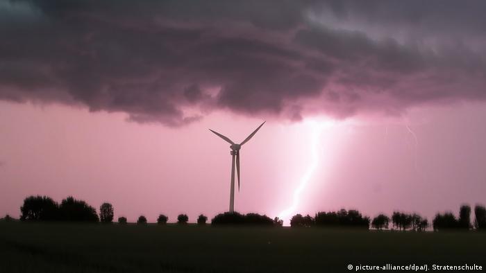 BdTD Deutschland Unwetter in Niedersachsen (picture-alliance/dpa/J. Stratenschulte)