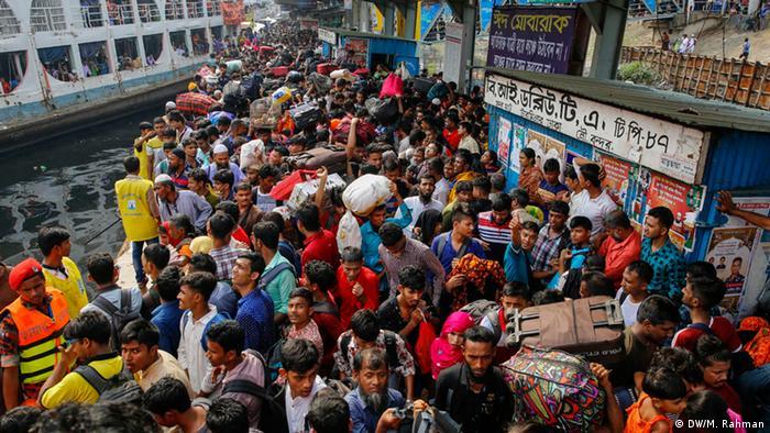 Bangladesch Dhaka Rückreise Stadtbewohner Eid-ul-Fitr Fest (DW/M. Rahman)