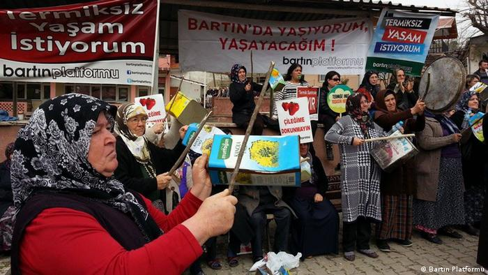 Amasra villagers protest against a power plant (photo: Bartın Platformu)