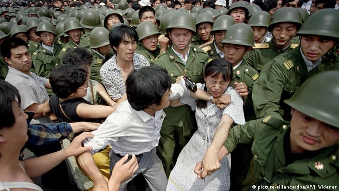 Peking 1989 Studentenproteste Pro Demokratie Soldaten (picture-alliance/dpa/AP/J. Widener)
