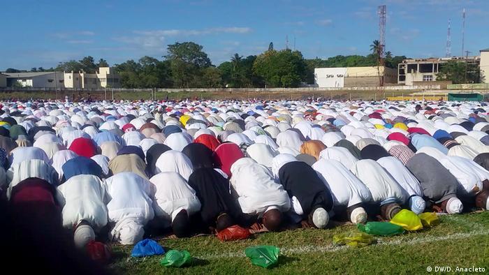 Oração do Eid al-Fitr em Pemba, capital da província nortenha de Cabo Delgado, Moçambique