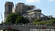 31.05.2019 *** People walk on the Archeveche Bridge, in front of Notre-Dame de Paris cathedral, under repair after it was badly damaged by a huge fire on April 15, in the French capital Paris on May 31, 2019. (Photo by Bertrand GUAY / AFP) (Photo credit should read BERTRAND GUAY/AFP/Getty Images)