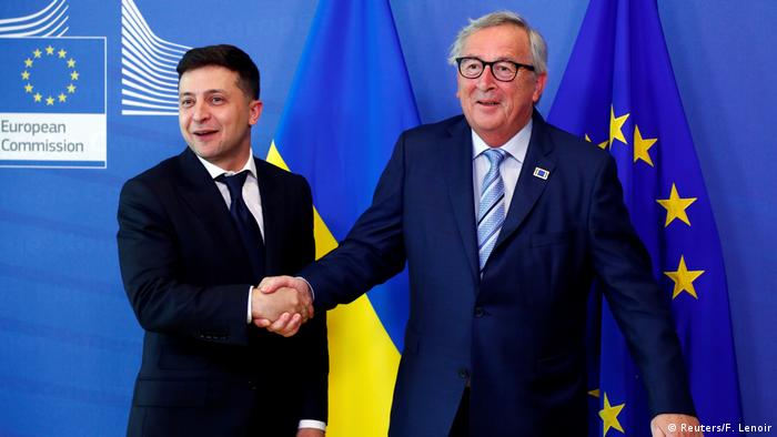 Volodymyr Zelenskiy poses with European Commission President Jean-Claude Juncker at the EU Commission headquarters in Brussels, Belgium, June 4, 2019.