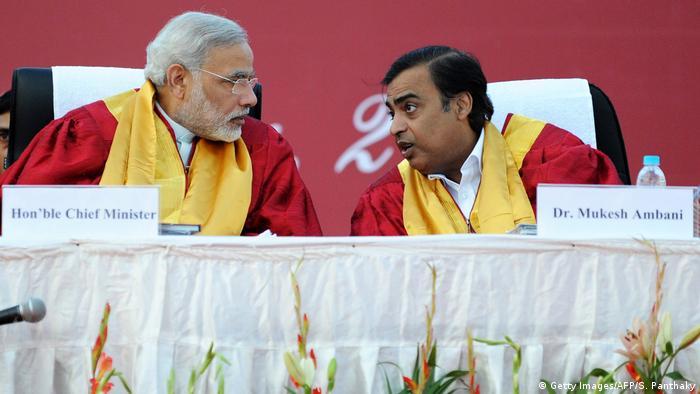 India'S PM Narendra Modi und Mukesh Ambani in 2011