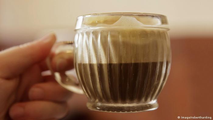 Vietnam Kaffee mit Ei (Imago/robertharding)