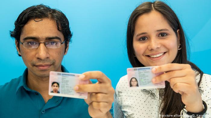 البطاقة الزرقاء الألمانية تنافس البطاقة الخضراء الأمريكية
