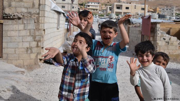 Libanon syrische Kinder im Flüchtlingscamp bei Arsal