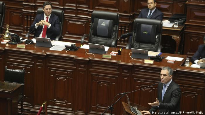 Peru Vertrauensvotum (picture-alliance/AP Photo/M. Mejia)